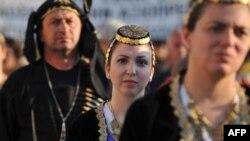 Turkiyada mehnat qilayotgan greklar soni bo'yicha rasmiy ma'lumotlar yo'q. Shunisi aniqki, Gretsiyada iqtisodiy bo'hrondan qochib, bu yerda yangi hayot boshlayotgan fuqarolar ko'payib bormoqda.