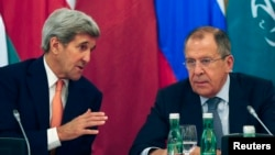 U.S. Secretary of State John Kerry (L) talks to Russian Foreign Minister Sergey Lavrov during a photo opportunity before a meeting in Vienna, Austria, Oct. 30, 2015.