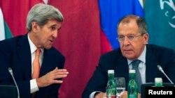 Američki državni sekretar Džon Keri i ruski šef diplomatije Sergej Lavrov