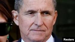 El exasesor de seguridad nacional del presidente Donald Trump, Michael Flynn, continúa cooperando con una investigación federal, según documentos judiciales.