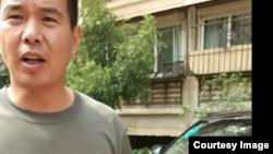 徐州老兵褚庆忠、常刚出车祸遇难前发出的照片显示被不明身份者(图片中男子)跟踪。(民生观察图片)