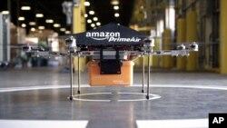 아마존이 자사 웹사이트에 공개한 무인 비행 로봇. 아마존은 무인 비행 로봇을 이용해 소비자가 주문한 물건을 30분 안에 배달하는 계획을 수년 동안 연구하고 있다고 밝혔다.