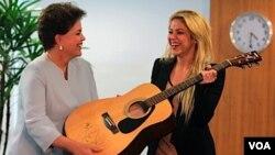 """""""Nadie como una mujer para entender las necesidades de los niños"""", aseguró Rousseff."""