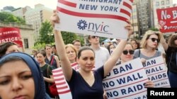 ممنوعیت ورود اتباع کشورهای عمدتا مسلمان موج اعتراضات در آمریکا را به همراه داشت