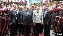 Tanto el presidente uruguayo José Mujica como su par brasileña Dilma Rousseff coincidieron en que sus respectivos países pueden hacer frente a los coletazos de las turbulencias mundiales.