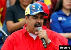 马杜罗2月2日在加拉加斯举行的庆祝玻利瓦尔革命20周年大会上致辞。