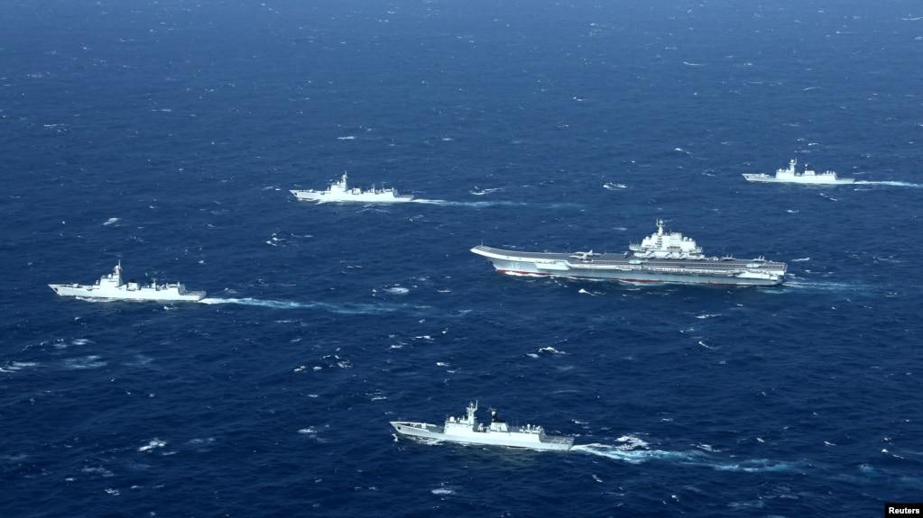 中国的辽宁号航母及其舰队在南中国海海域进行演习(2016年12月)