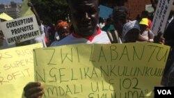 Amakhosikazi ezisebenzi zeHwange Colliery etshengisela eHarare ngoLwesine