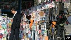 北京街头杂志报纸摊 (资料照片)