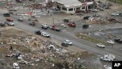 တနာရီ မုိင္ ၈၀ ႏႈန္းနဲ႔ တိုက္ခတ္ခဲ့တဲ့မုန္တုိင္းေၾကာင့္ အာကင္ေဆာျပည္နယ္ရဲ႕ၿမိဳ႕ေတာ္ Little Rock ၿမိဳ႕ ပ်က္စီးက်န္ရစ္ခဲ့တဲ့ျမင္ကြင္း။ (ဧၿပီ ၂၈၊ ၂၀၁၄)