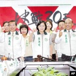 民进党主席蔡英文率绿营天王助选