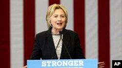 21일 미국 오하이오 주 콜럼버스 시에서 민주당의 힐러리 클린턴 경선 후보가 연설하고 있다.