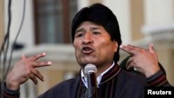 Prezidan Evo Morales ki tap pale sou Plas Murillo nan vil La Paz, nan okazyon Fèt Entènasyonal Travay la, premye me 2013 la.