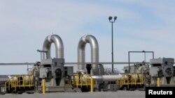 Một trạm bơm đường ống TransCanada bên ngoài thành phố Steele, tiểu bang Nebraska.