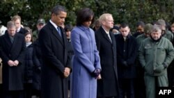 Tổng thống Obama, Ðệ nhất Phu nhân cùng giới chức và nhân viên tòa Bạch Ốc dành 1 phút tưởng niệm nạn nhân vụ nổ súng ở Arizona