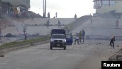 Affrontements entre la police anti-émeutes et des manifestants dans le quartier de Sonfonia à Conakry, le 14 octobre 2019. (Photo: Reuters)
