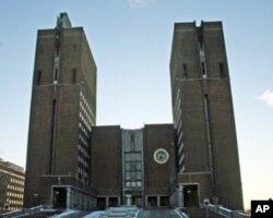 诺贝尔和平奖颁奖典礼将在奥斯陆市政厅举行(美国之音王南拍摄)