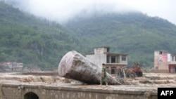 Mưa lớn gây lũ lụt và đất chuồi ở Trung Quốc