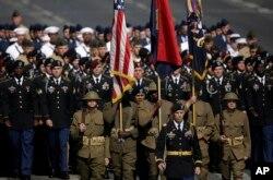 در رژه امسال برای اولین بار سربازان آمریکایی نیز در رژه حضور داشتند.