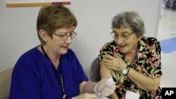 Los CDC calculan la efectividad de la vacuna usando muestras de exámenes de pacientes de cinco estados.