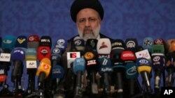 El presidente electo de Irán, Ebrahim Raisi, habla durante una conferencia de prensa en Teherán, Irán, el 21 de junio de 2021.