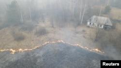 Kebakaran dekat PLTN Chernobyl di kota Lyudvynivka, Ukraina masih terus berlanjut.
