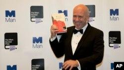 Australijski autor Ričard Flenagen - dobitnik Man Buker nagrade za 2014. godinu