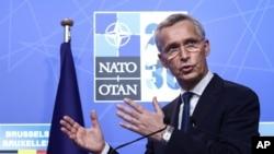 ເລຂາທິການໃຫຍ່ອົງການ NATO ທ່ານ ເຈັນສ໌ ສໂຕລເທັນເບີກ ກ່າວຄຳປາໄສໃນລະຫວ່າງ ກອງປະຊຸມຖະແຫຼງຂ່າວຢູ່ກອງປະຊຸດສຸດຍອດອົງການ NATO ຢູ່ນະຄອນຫຼວງ ບຣັສໂຊລສ໌ ປະເທດ ແບລຈຽມ. 14 ມິຖຸນາ, 2021.