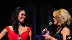ນິດຕະຍາ ຕອບຄຳຖາມ ໃນຮອບສຳພາດ ໃນການປະກວດ Miss Minnesota USA 2012, ເດືອນພະຈິກ 2011.