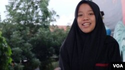 Tri Mulyani, mahasiswi Sosiologi UIN Sunan Kalijaga, menolak mengaitkan niqab dengan gerakan radikal. (VOA/Nurhadi)
