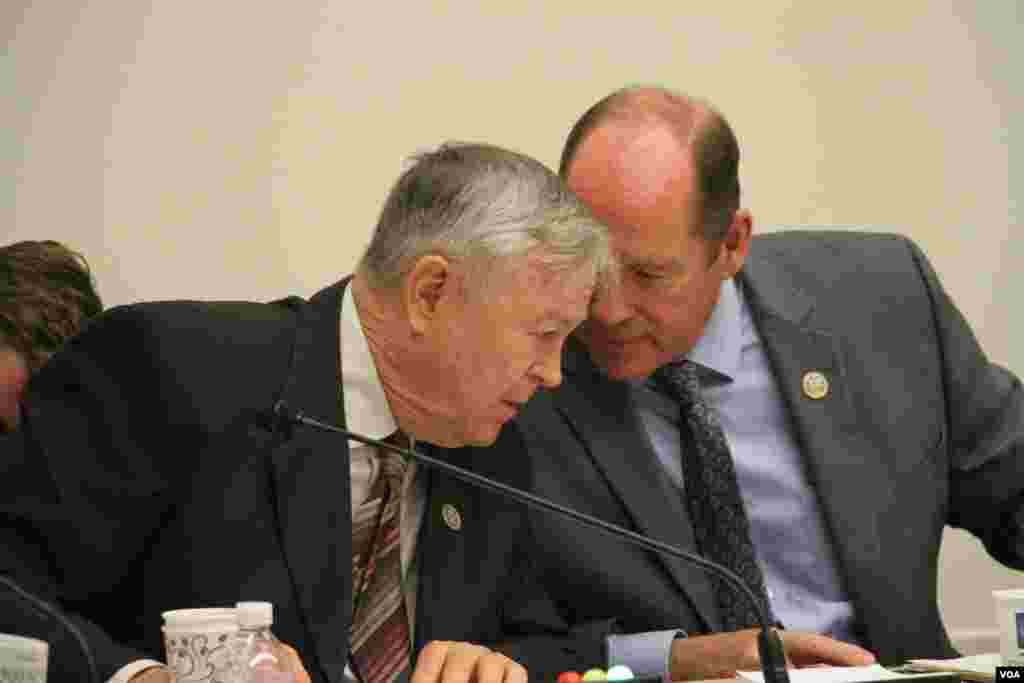 "Congressman Ted Yoho (R-FL), chairman of Subcommittee on Asia and the Pacific at the U.S. House of Representatives, and Congressman Dana Rohrabacher (R-CA) discussed at the open hearing on ""Cambodia's Descent: Policies to Support Democracy and Human Rights"" on Tuesday December 12, 2017 at the Rayburn House Office Building. (Sreng Leakhena/VOA Khmer)"