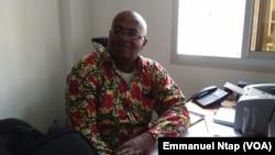 Professeur Eric Mathias Owona Nguini, enseignant, Politologue à l'université de Yaoundé 2, Cameroun, le 4 mars 2017. (VOA/Emmanuel Ntap)
