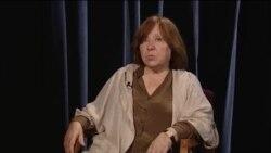 Светлана Алексиевич: «Мы думали, что коммунизм мертв, но пришел Путин, и стало ясно, что этот процесс обратим»