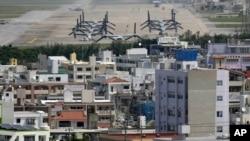 Beberapa helikopter MV-22 Ospreys militer terlihat di pangkalan militer AS di Ginowan, Okinawa (foto: dok).
