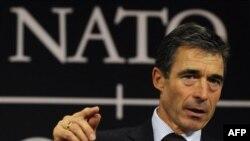 Rasmussen: NATO-ja do të pakësojë 50 përqind trupat në Kosovë