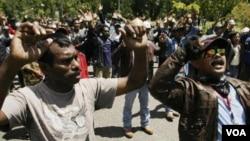 Ribuan pekerja tambang Freeport-McMoran di Timika, Papua melakukan aksi mogok.