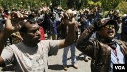 Aksi unjuk rasa para pekerja PT. Freeport di Tembaga Pura, Timika menuntut kenaikan upah, yang sudah berlangsung dalam tiga minggu terakhir (foto: dok).
