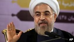 伊朗总统卢哈尼7月14日在德黑兰记者招待会上讲话(资料照片)