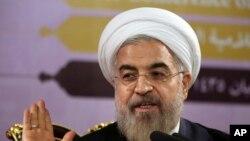 ປະທານາທິບໍດີອີຣ່ານ ທ່ານ Hassan Rouhani ສະແດງທ່າທີ ໃນລະຫວ່າງການກ່າວຄຳປາໄສ ຢູ່ນະຄອນຫລວງ Tehran ປະເທດອີຣ່ານ.