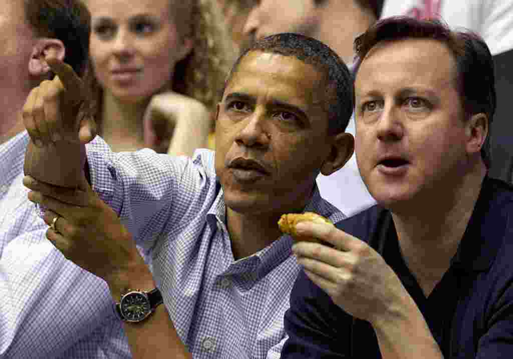 El presidente de Estados Unidos, Barack Obama compartió con el primer ministro de Gran Bretaña, David Cameron, su pasión por el básquetbol.