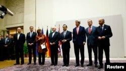 Trưởng chính sách đối ngoại EU Catherine Ashton đọc thông cáo trong buổi lễ đánh dấu đạt được thỏa thuận giữa Iran và 6 cường quốc thế giới tại Genève, ngày 23 tháng 11, 2013