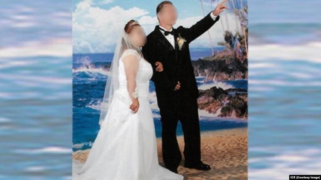 """Các cuộc hôn nhân giả để làm thẻ xanh cho những cặp """"vợ chồng hờ"""" trong một đường dây lừa đảo lớn do người gốc Việt tổ chức ở Houston, Texas, vừa bị phanh phui. (Ảnh từ trang web của ICE)"""