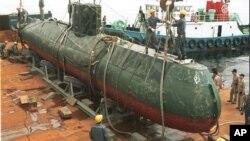 지난 1998년 동해상에서 한국 해군에 나포된 북한 잠수함. (자료사진)