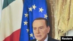 Bivši italijanski premijer Silvio Berluskoni saopštava da neće predvoditzi svoju partiju na izborima sledeće godine, Rim, 25. oktobar 2012.