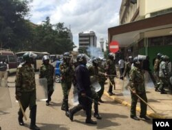 FILE - Kenyan riot police cordon off the electoral commission headquarters in Nairobi, May 24, 2016. (J. Craig/VOA)