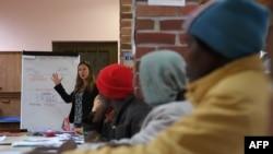 Des réfugiés africains en classe, dans le monastère de Thal-Marmoutier, en France, le 1er février 2018.