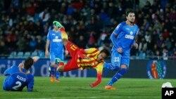 Pemain depan Barcelona, Neymar (tengah), saat beraksi dalam pertandingan Copa del Rey di stadion Coliseum Alfonso Perez, Madrid, Spanyol, 16 Januari 2014 (Foto: dok).