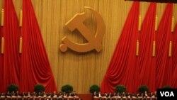 Dekoracije u Velikoj sali naroda u Pekingu, u kojoj se održava kongres kineske Komunističke partije