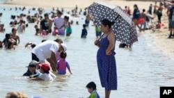 2020年9月5日劳工节周末加利福尼亚州卡斯泰克湖沙滩