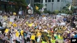 14일 서울 종로구 옛 일본대사관 앞에서 '일본 군 성노예제 문제 해결을 위한 정기 수요시위'가 열렸다.
